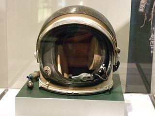 320px-spacesuit_helmet_from_nasa_on_exhibit_at_chemical_heritage_foundation_2014_dscf0483